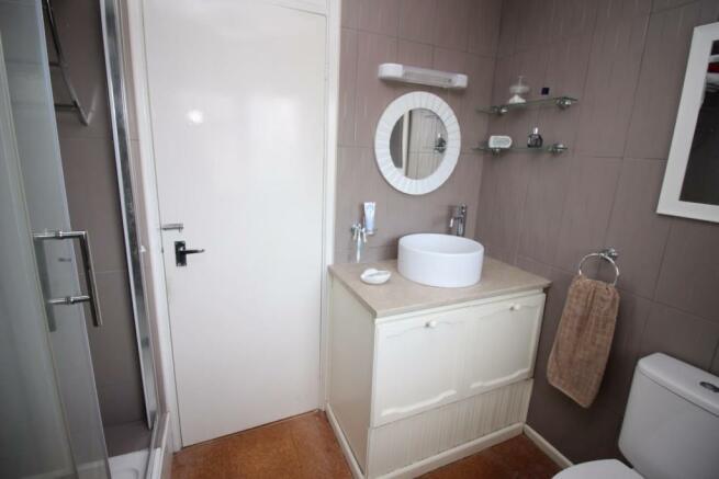 5 Millridge Way bathroom.JPG