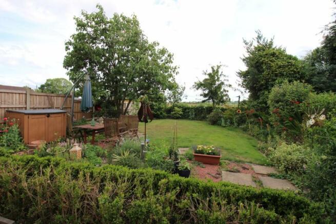 5 Millridge Way garden WEB.JPG