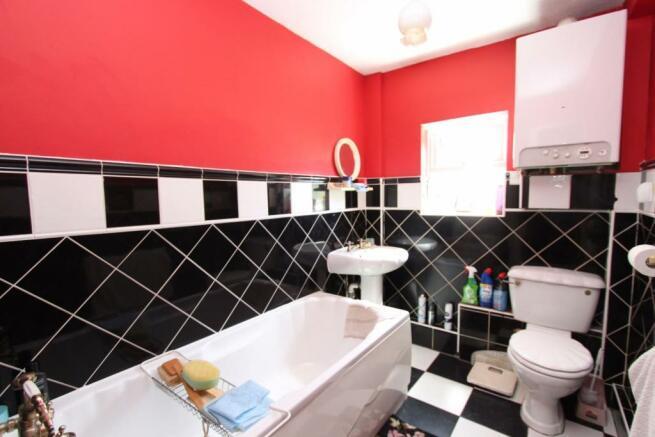 Bathroom_2067.JPG