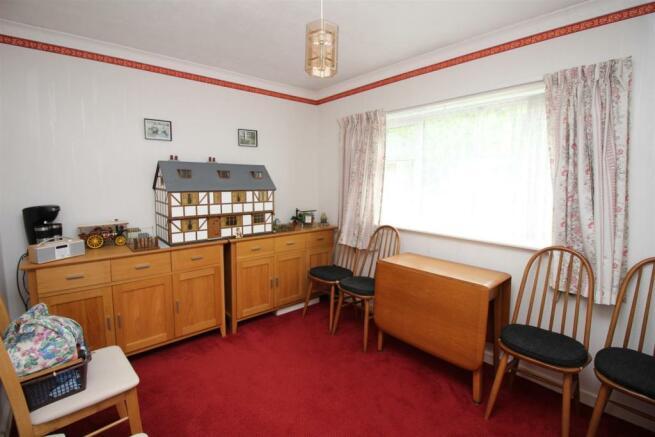 55 The Ridgeway bed two.JPG