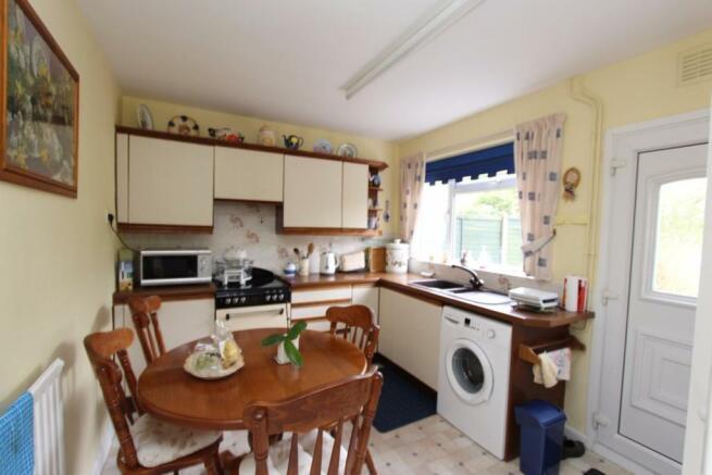 10 Kennedy Close Kitchen.jpg