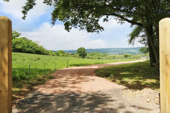 The Oaks driveway approach.JPG