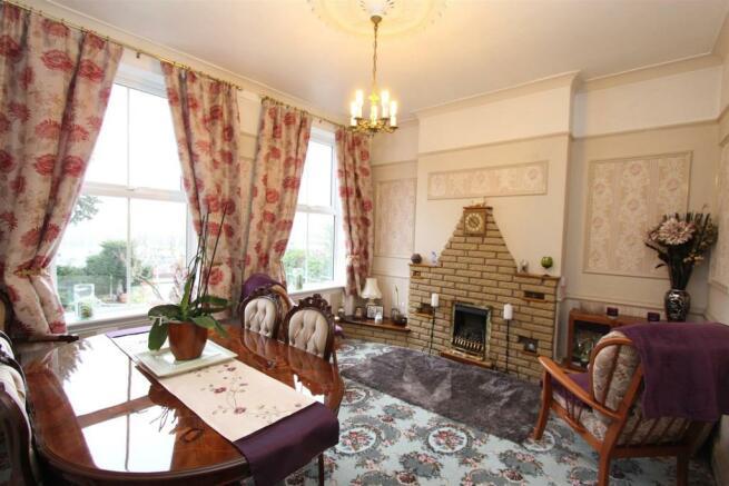22 Severn Road lounge 1159.jpg