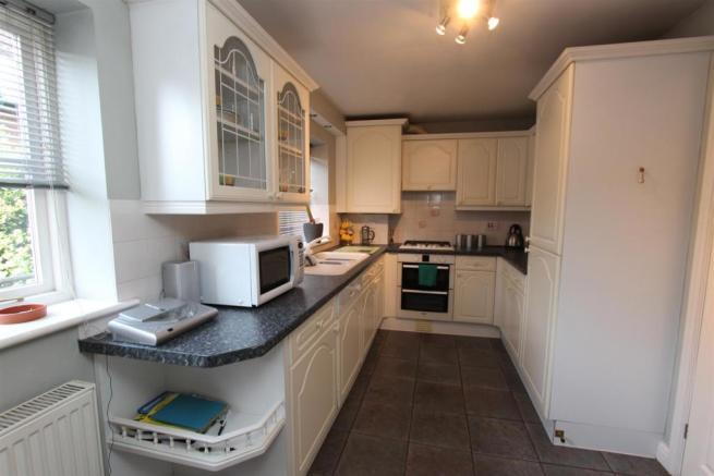 7 Parkes Quay kitchen.jpg