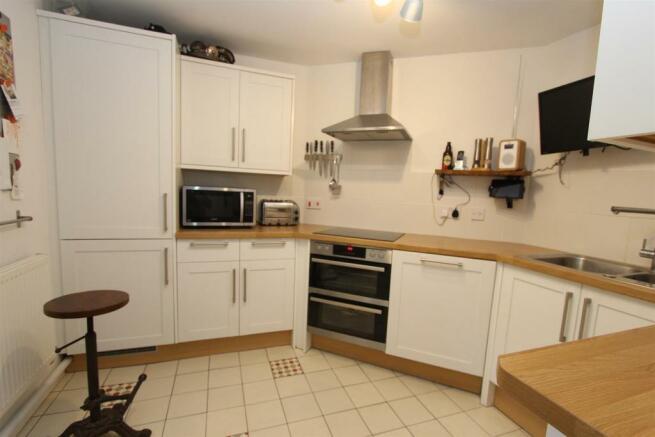 76 Welch Gate Kitchen 2_3447.JPG