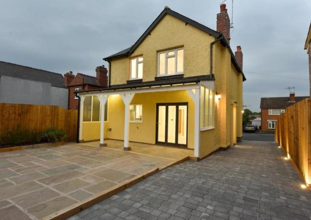 Strange 3 Bedroom Detached House For Sale In Connaught Avenue Beutiful Home Inspiration Ommitmahrainfo