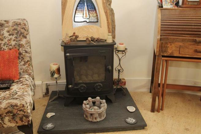 Feature gas stove