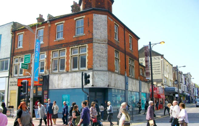 Retail Property High Street To Rent In 99 Southend On