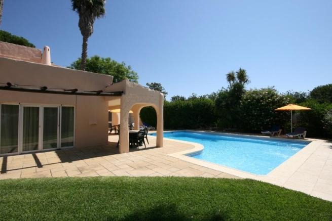 Garden to pool