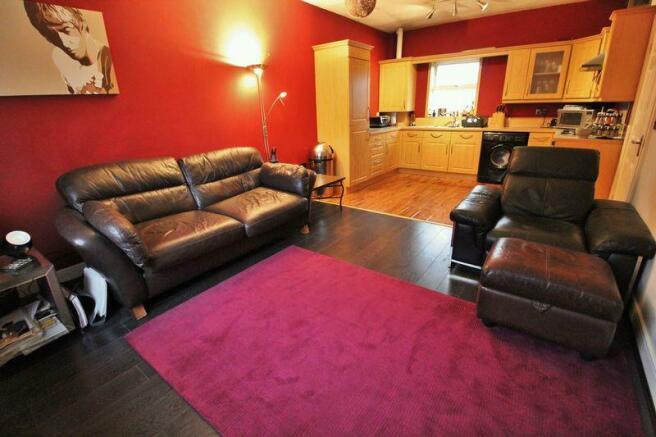 Lounge into Ki...