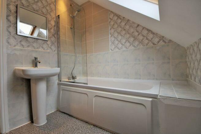 Bathroom (1st ...