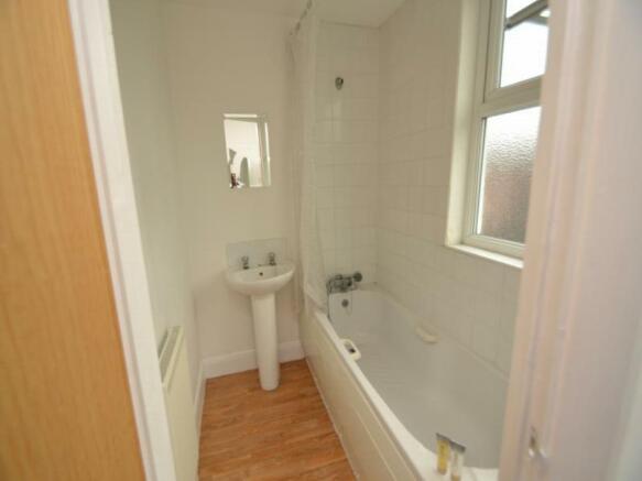 10180342 Tidy bathroom.jpg