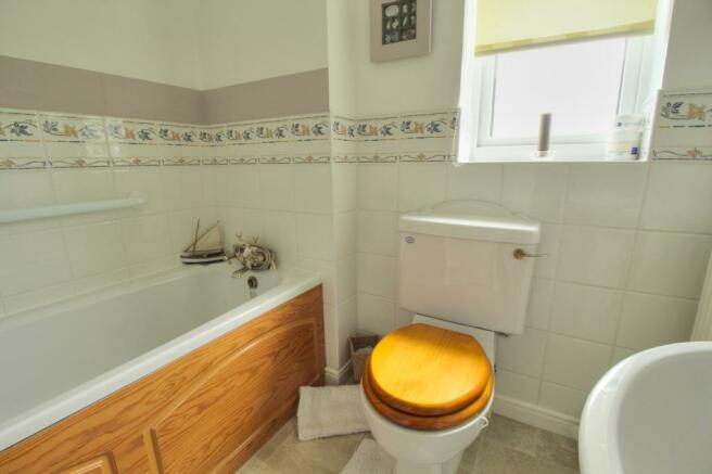 Greenleas- bathroom