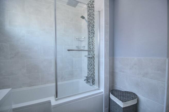 Family bathroom/ shower