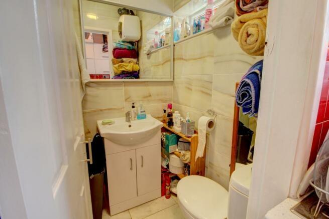 Studio 2 shower room