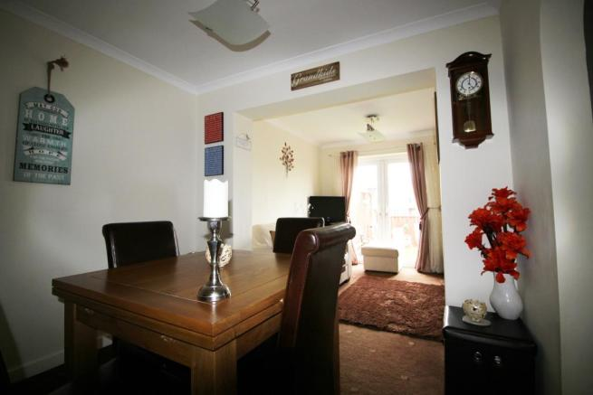 FULL LENGTH FURTHER RECEPTION ROOM