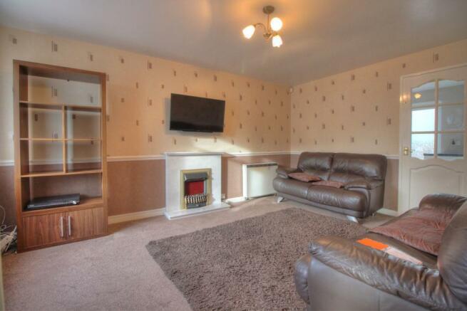 10 Pebworth Grove dy1 3bq livingroom