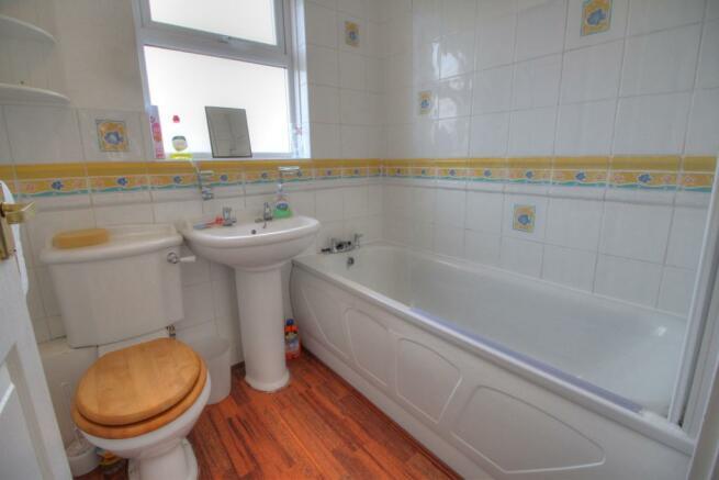 10 Pebworth Grove bathroom