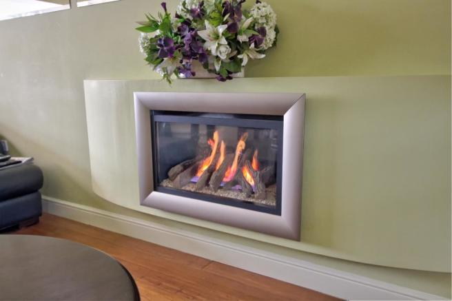 Wall mounted living flame fire