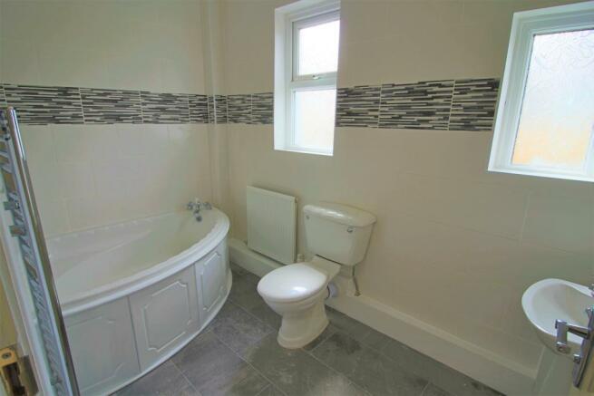 Family bathroom angle 1