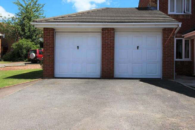 Garages & Driveway