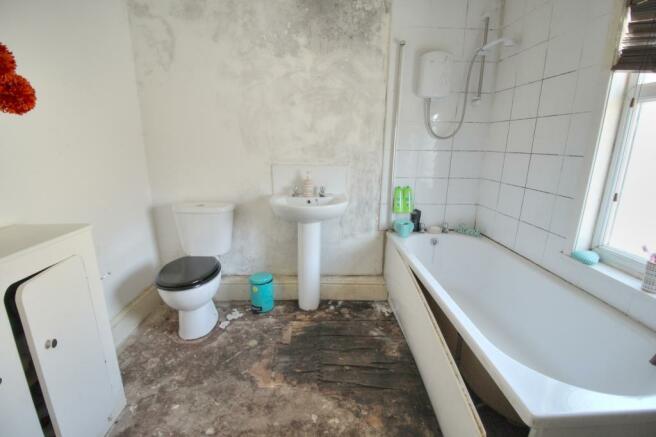 Agnes - bathroom