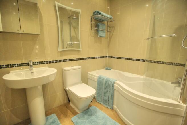 Stubbs - Family bathroom