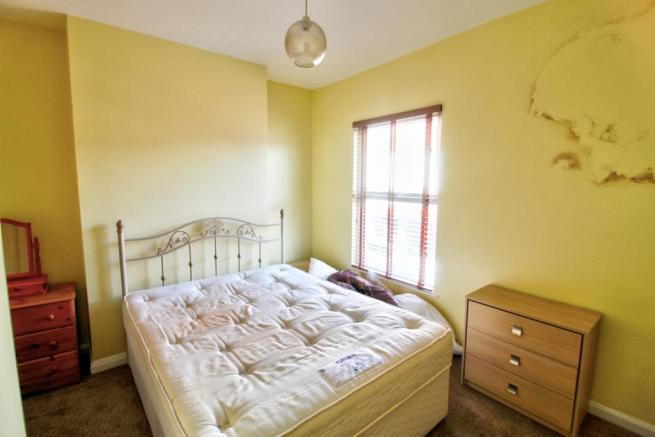 4 Lawrence Gv Bed 2