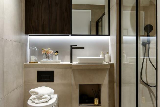 London Keybridge Lofts Bathroom