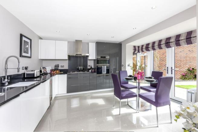 Open-plan kitchen/dining area