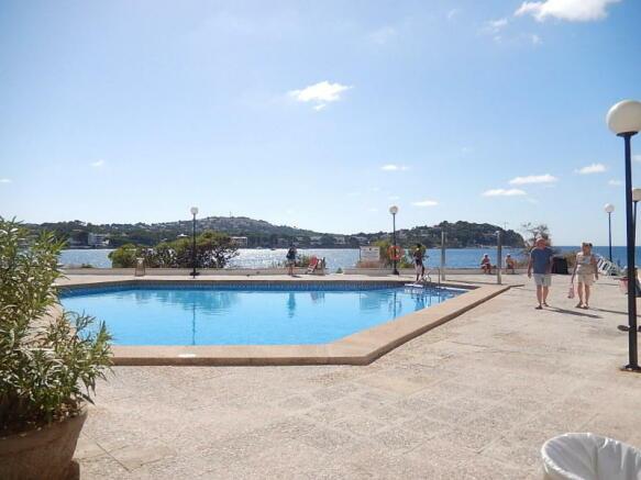 Caesers Pool