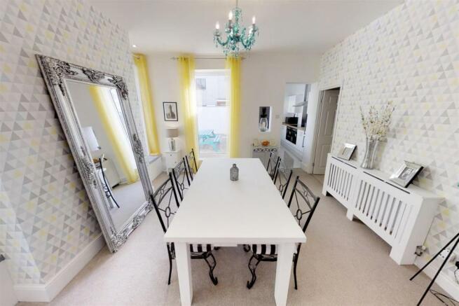 3-Dean-Cottages-Dining-Room(1).jpg