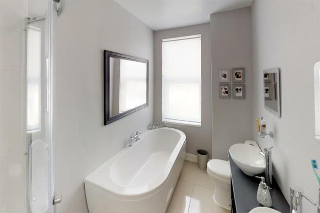 3-Dean-Cottages-Bathroom(1).jpg