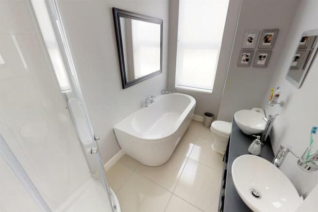3-Dean-Cottages-Bathroom.jpg