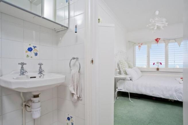 746. En suite to Guest bed.jpg