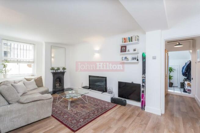 889 Living Room.JPG