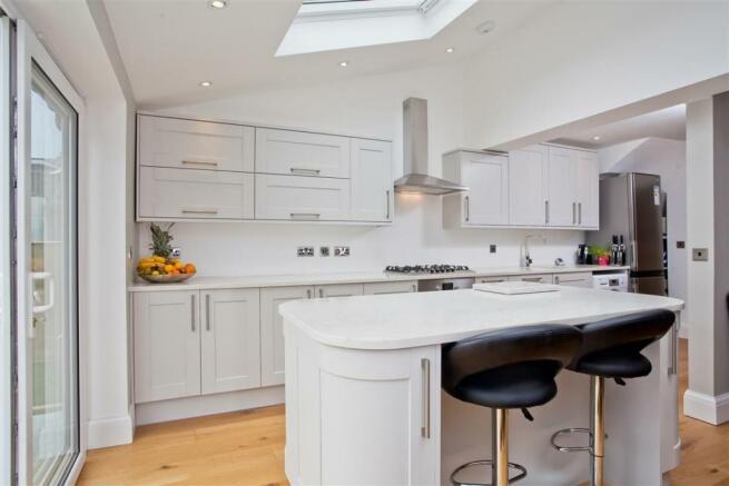 748. Kitchen.jpg