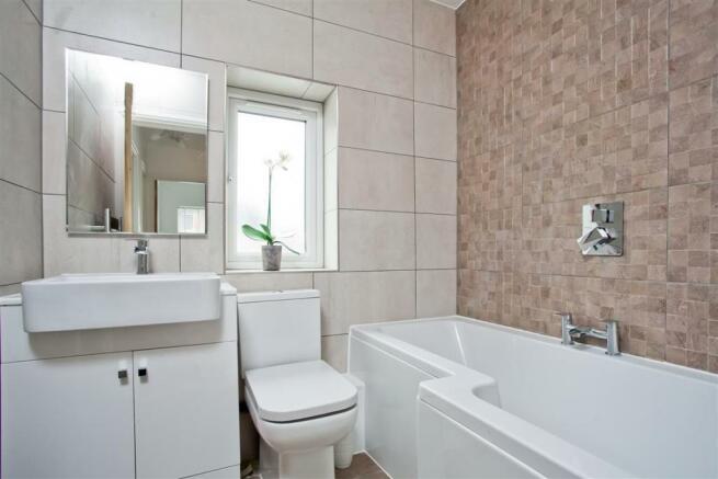 748. Bathroom.jpg