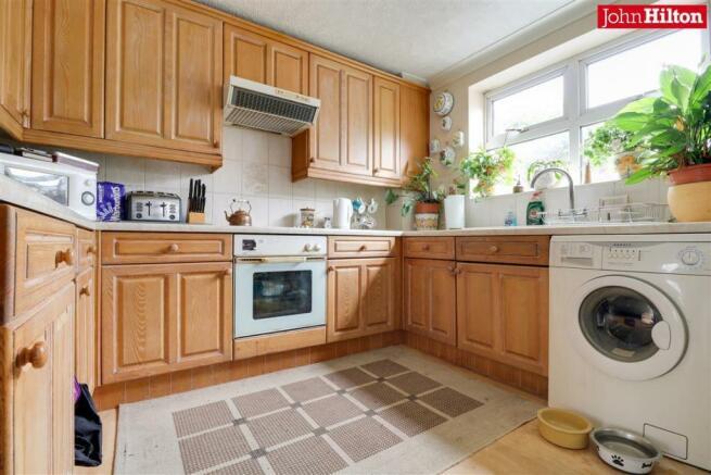 892. Kitchen (2).jpg