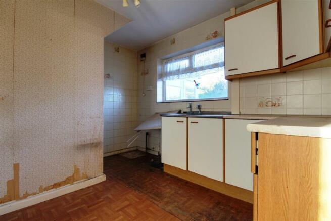 911. Kitchen.jpg