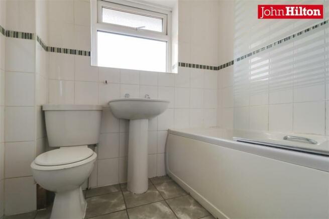 946. Bathroom (2).jpg