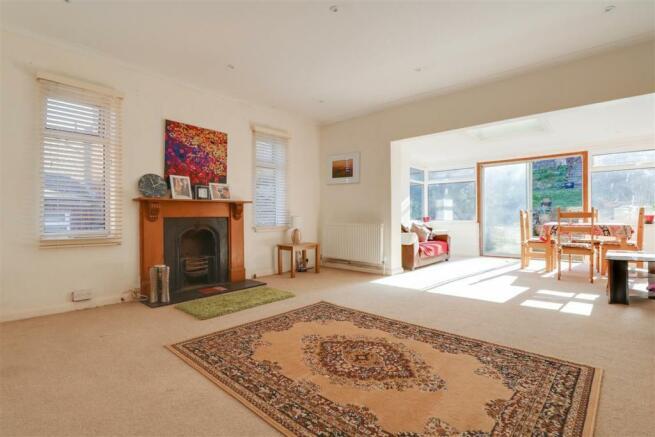 947. Living Room.jpg
