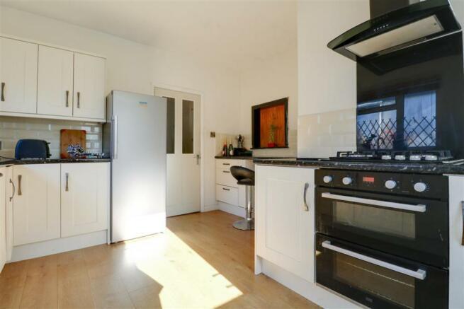 947. Kitchen (2).jpg