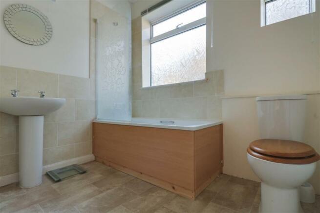947. Bathroom .jpg