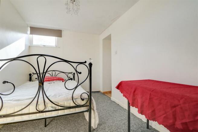 947. Bedroom 2 (2).jpg