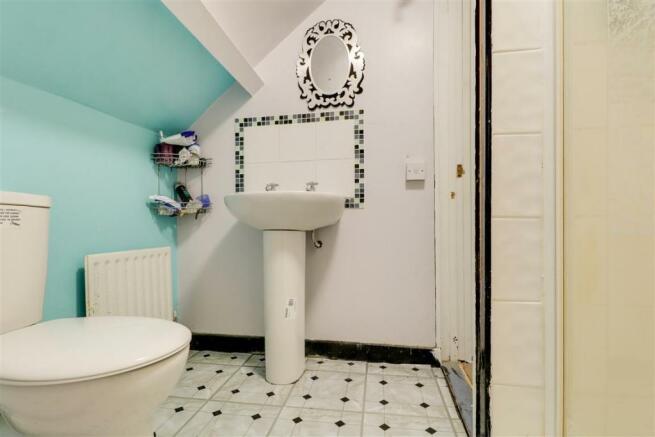 947. Shower Room.jpg