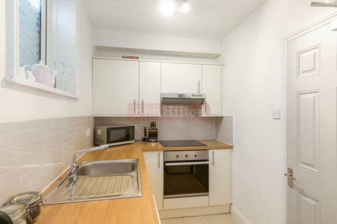 900. Kitchen.JPG