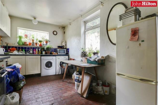 965. Kitchen (2).jpg