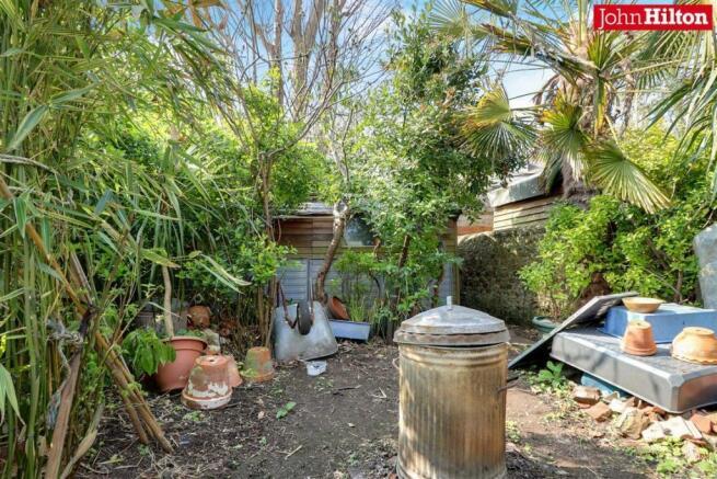 965. Garden (2).jpg