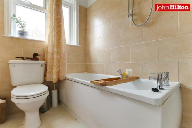 974. Bathroom (2).jpg